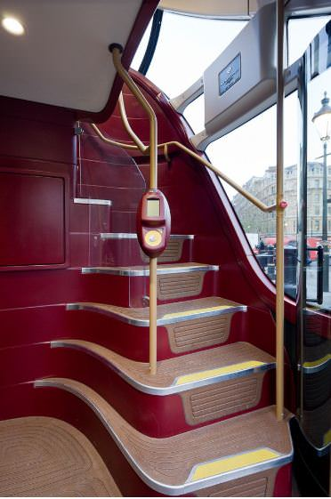 Neuer Routemaster in London Aufgang zum Oberdeck Innenraum Doppeldecker TfL
