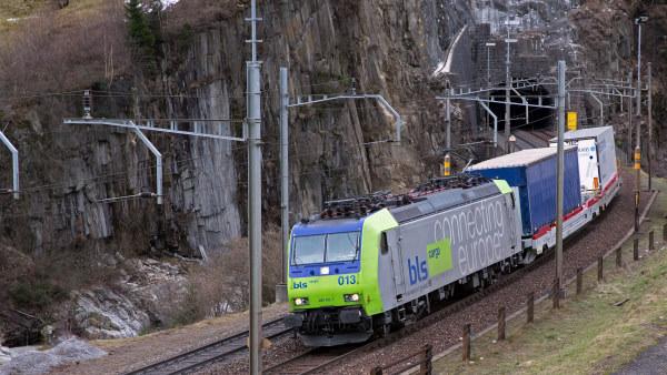 CargoBeamer Maße Gotthard Tunnel