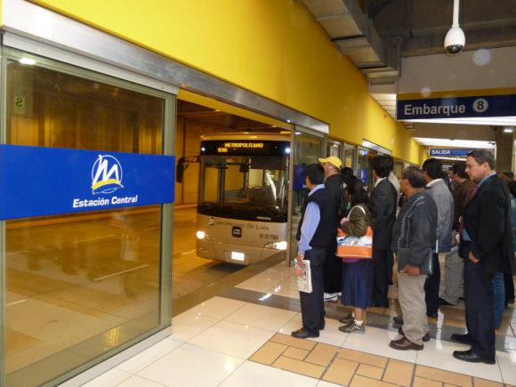 Lima Metropolitano Haltestelle Peru Schnellbusnetz BRT