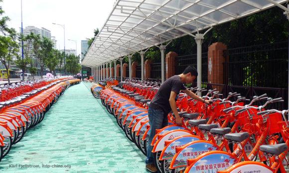 Guangzhou BRT Bikesharing an den Haltestellen China Schnellbusnetz