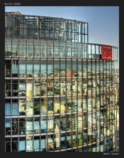 Bahntower am Potsdamer Platz in Berlin - Hauptsitz der Deutschen Bahn AG