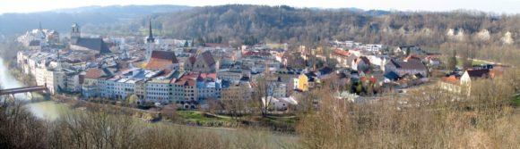 Panorama des bayrischen Städtchen Wasserburg am Inn
