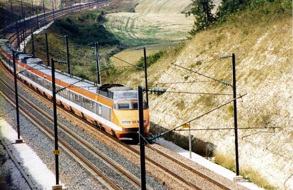 TGV Paris Sud-Est (PSE) in ursprünglicher orangener Lackierung, 1987 Creative Commons