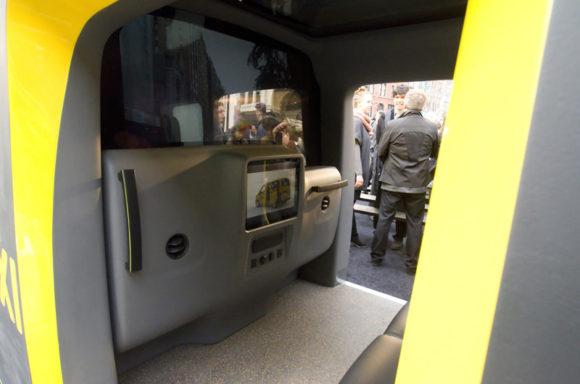 Nissan NV 200 New York Taxi Innenraum Front Trennscheibe