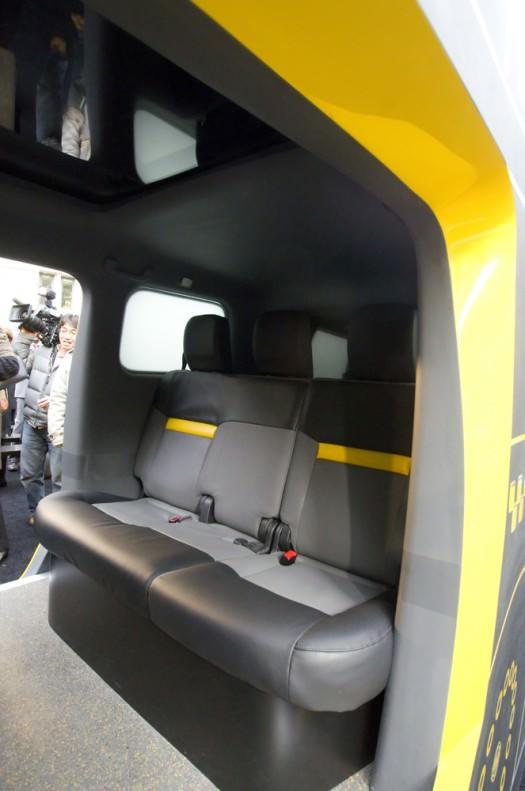 Nissan NV 200 New York Taxi Innenraum Heckansicht