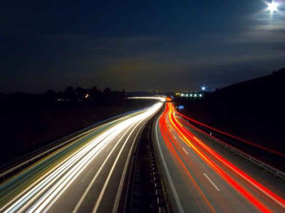 Autobahn in Deutschland nachts