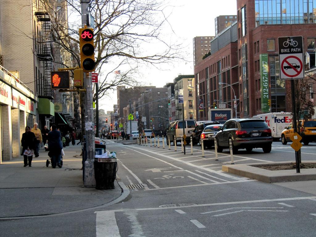 Radwege in new York nach dem Ausbau - physisch getrennt