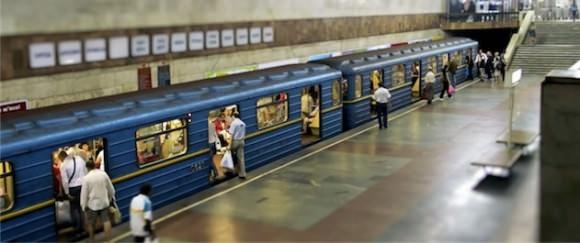 U-Bahn Kiew Ukraine Nahverkehr in Tilt-Shift-Optik