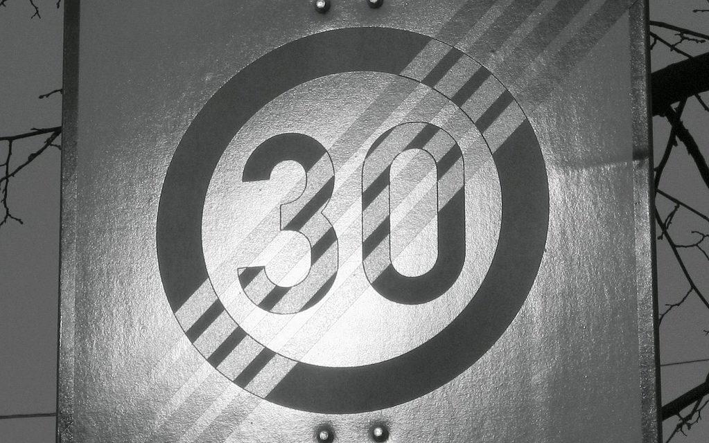 30 km/h als Regelgeschwindigkeit innerorts – Welche Wirkungen hätte eine Änderung? (Pro und Contra)