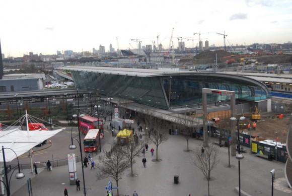 Südeingang der Stratford Station im Januar 2009 olympia 2012 London