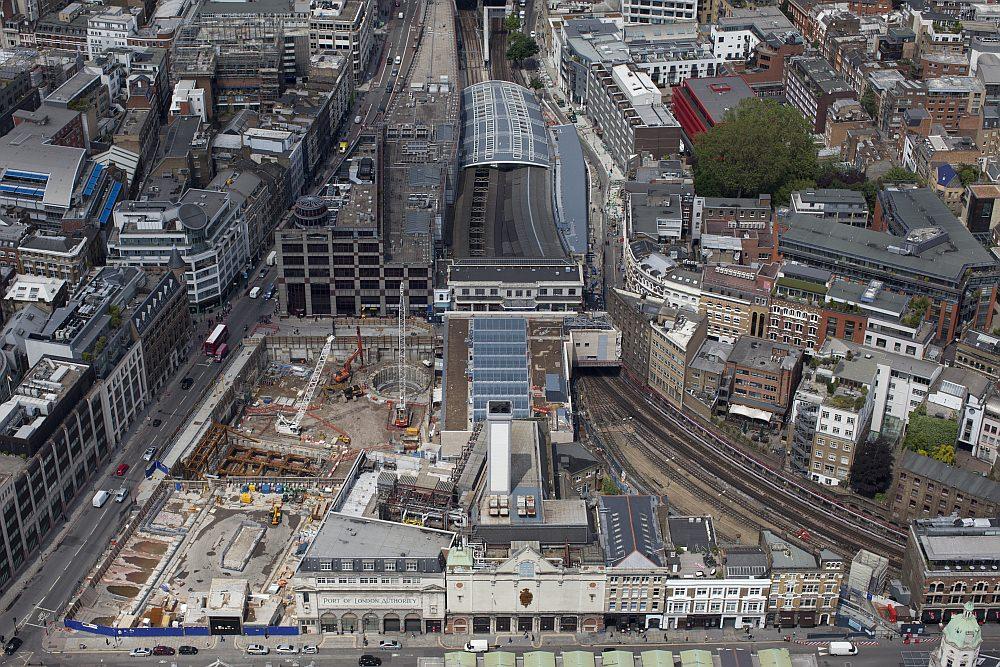 Luftbild des Bahnhofs London Farringdon