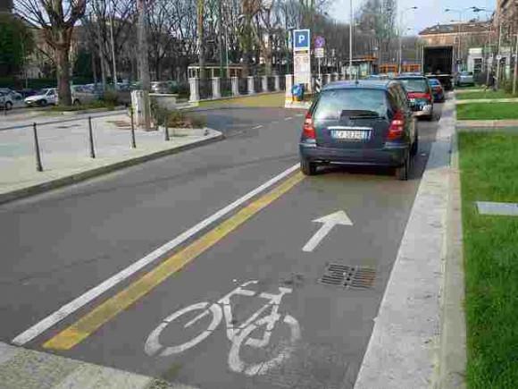 Parkplatz auf Radweg