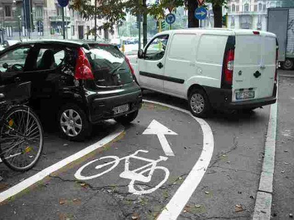 Zugeparkter Radweg