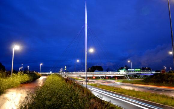 Hovenring Eindhoven Nachtaufnahme
