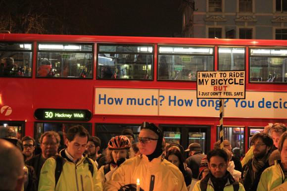 Mahnwache für einen getöteten Radfahrer in London im Jahr 2011