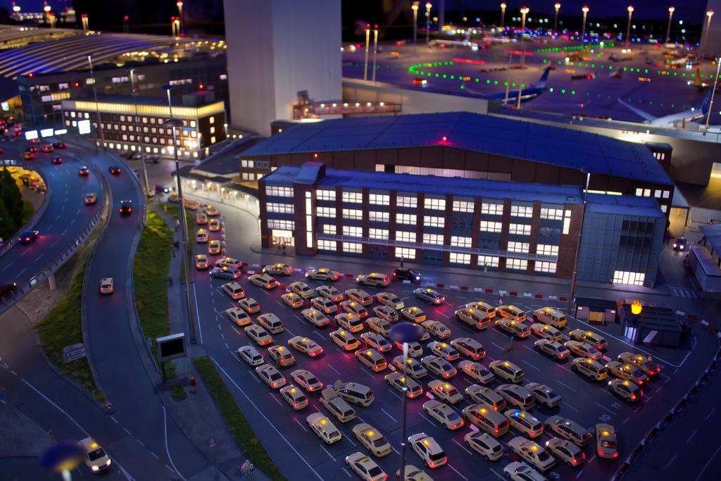 Miniaturwunderland Hamburg Flughafen Hamburg Modell Warteschlange Taxis Flughafen Wartezeit