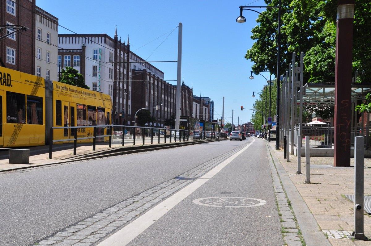 Wirkung von Radfahrstreifen und Schutzstreifen auf die Fahrzeiten des motorisierten Verkehrs