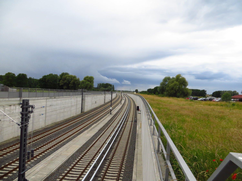 Bahnhof Ausfahrt Flughafen BER Berlin S-Bahn Regionalbahn
