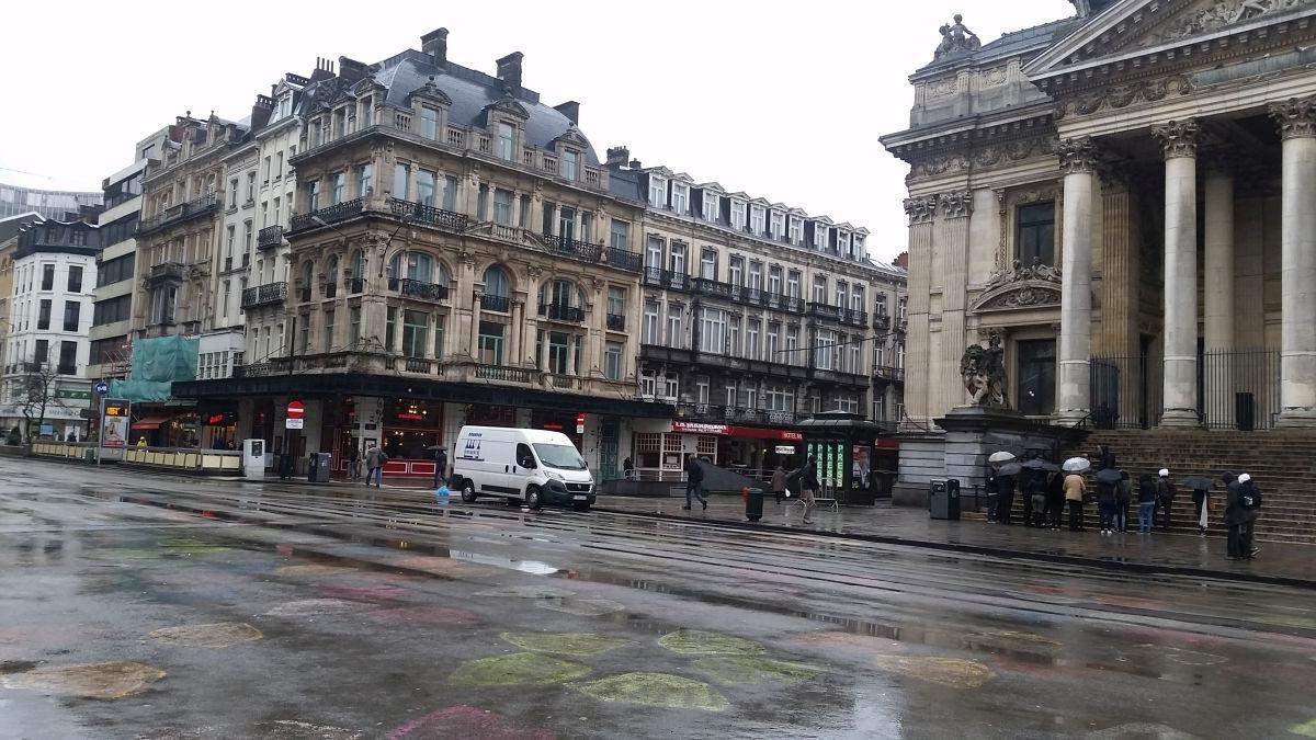 Der Beursplein (Franz.: Place de la Bourse) als Teil der neuen Fußgängerzone am 4. Februar 2016. Die Asphaltdecke wurde als temporäres Gestaltungselement bemalt. - Foto: Martin Randelhoff - CC BY 2.0