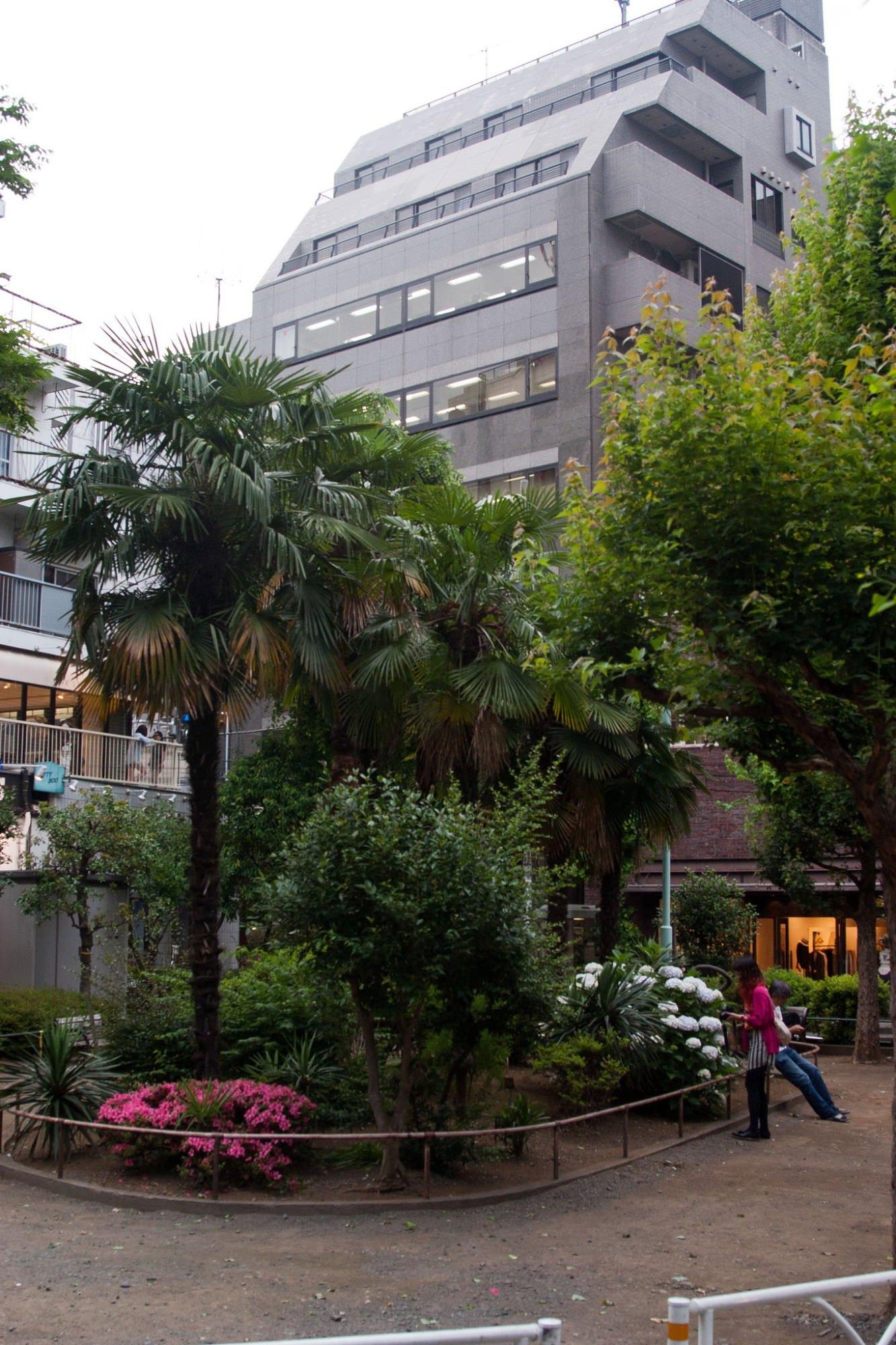 Pocket Park in Tokio Japan Taschenpark grüne Infrastruktur