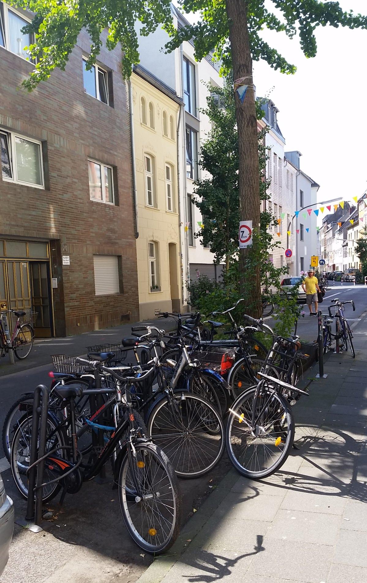 Köln Radabstellanlage Radnadel öffentliche rStraßenraum