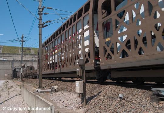 LKW-Transport durch den Eurotunnel, kombinierter Verkehr, Modalohr