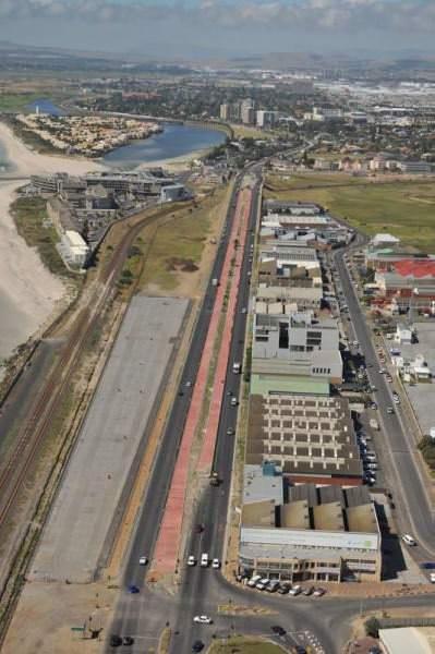 BRT Cape Town Bau einer Busspur die mittig angeordnet ist Busspur in roter Farbe