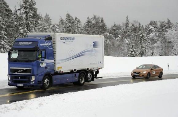 Volvo Road Train Verkehrssicherheit Automatisches Fahren Schwarmintelligenz PKW SARTRE