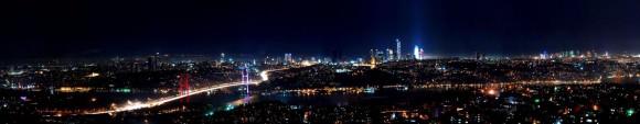 Skyline Istanbul Bosporus Brücke bei Nacht Creative Commons