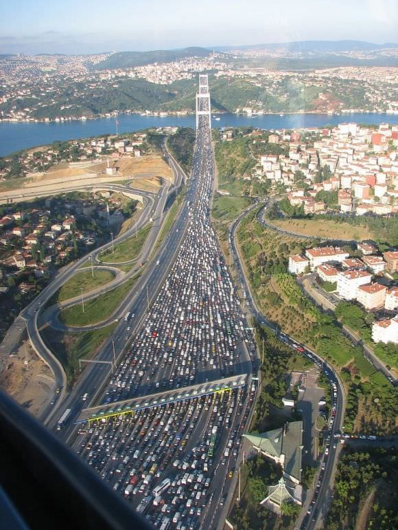 Stau Istanbul Fatih Sultan Mehmet Brücke
