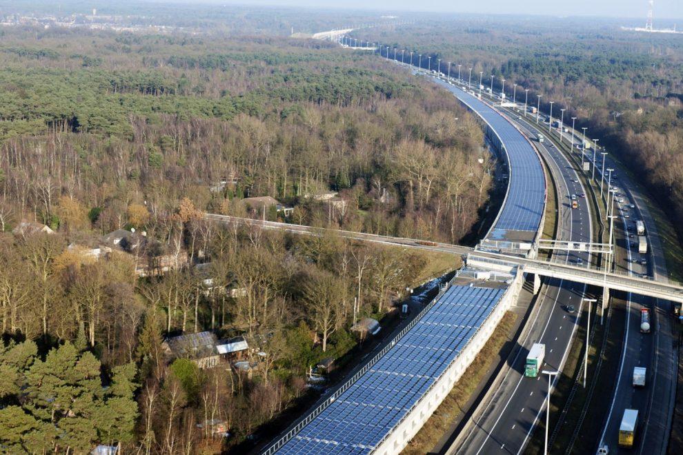 Tunnel mit Solarzellen in Belgien