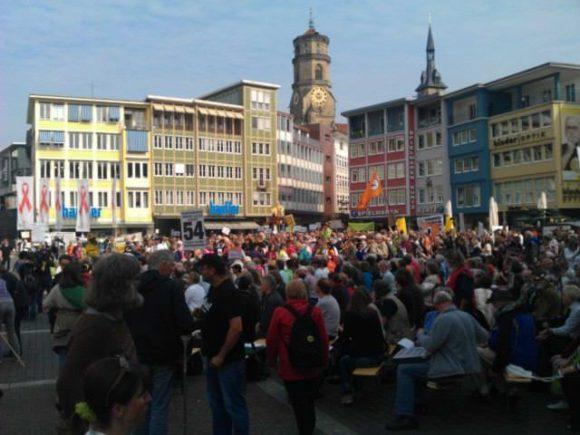 Stuttgart 21 Stresstest Gegner vor dem rathaus Rathausplatz