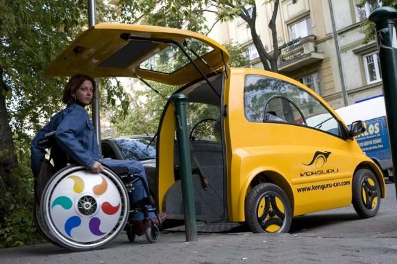 Kengure Fahrzeug für Gehbehinderte und Rollstuhlfahrer zugang über eine Rampe am Fahrzeugende