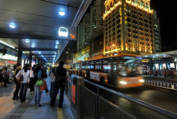 Bus Rapid Transit in Guangzhou Schnellbusnetz ITDP Creative Commons