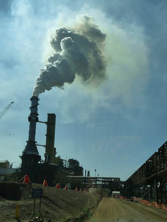 Abbau von Ölsand in Alberta, Kanada in der Syncrude Mine, Fort McMurray Raffinerie