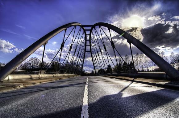 Straßenbrücke leicht baufällig