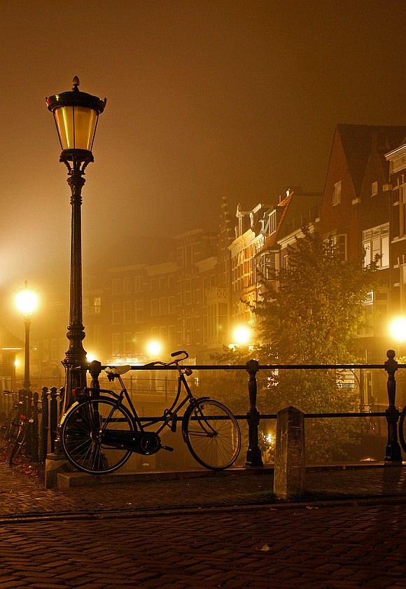 Nachtaufnahme des Radverkehrs in Utrecht
