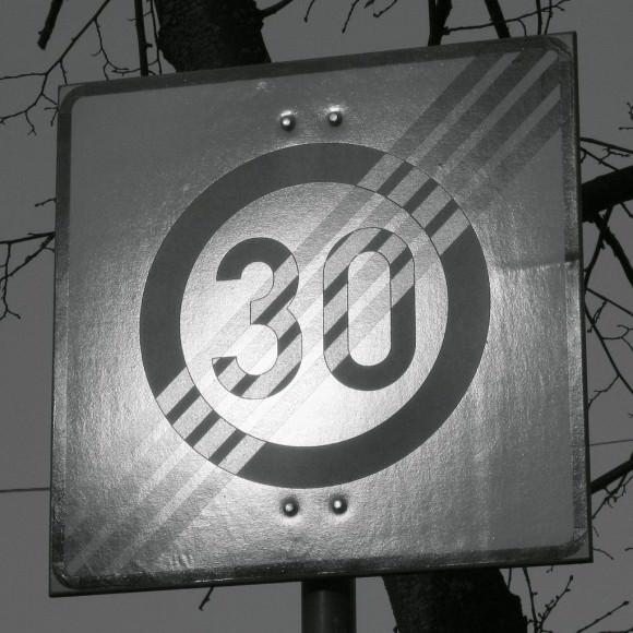 Schild einer Tempo 30 Zone