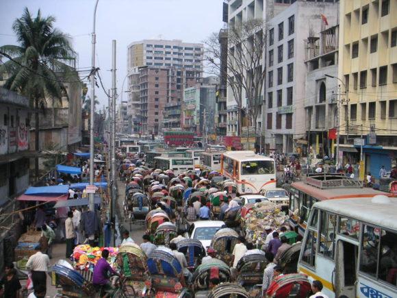 Verkehr in Dhaka, Bangladesch, zur Hauptverkehrszeit