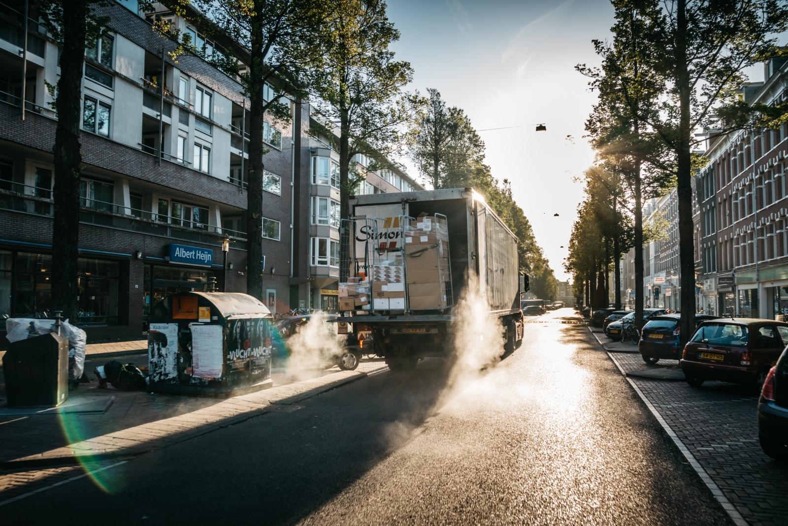 fehlende Ladezone Lkw Fahrbahn Behinderung Be- und Entladen Güterverkehr