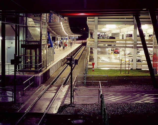 Stadtbahn Haltestelle Uni Bielefeld mit Parkhaus