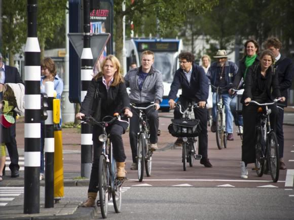Radverkehr Amsterdam am Abend