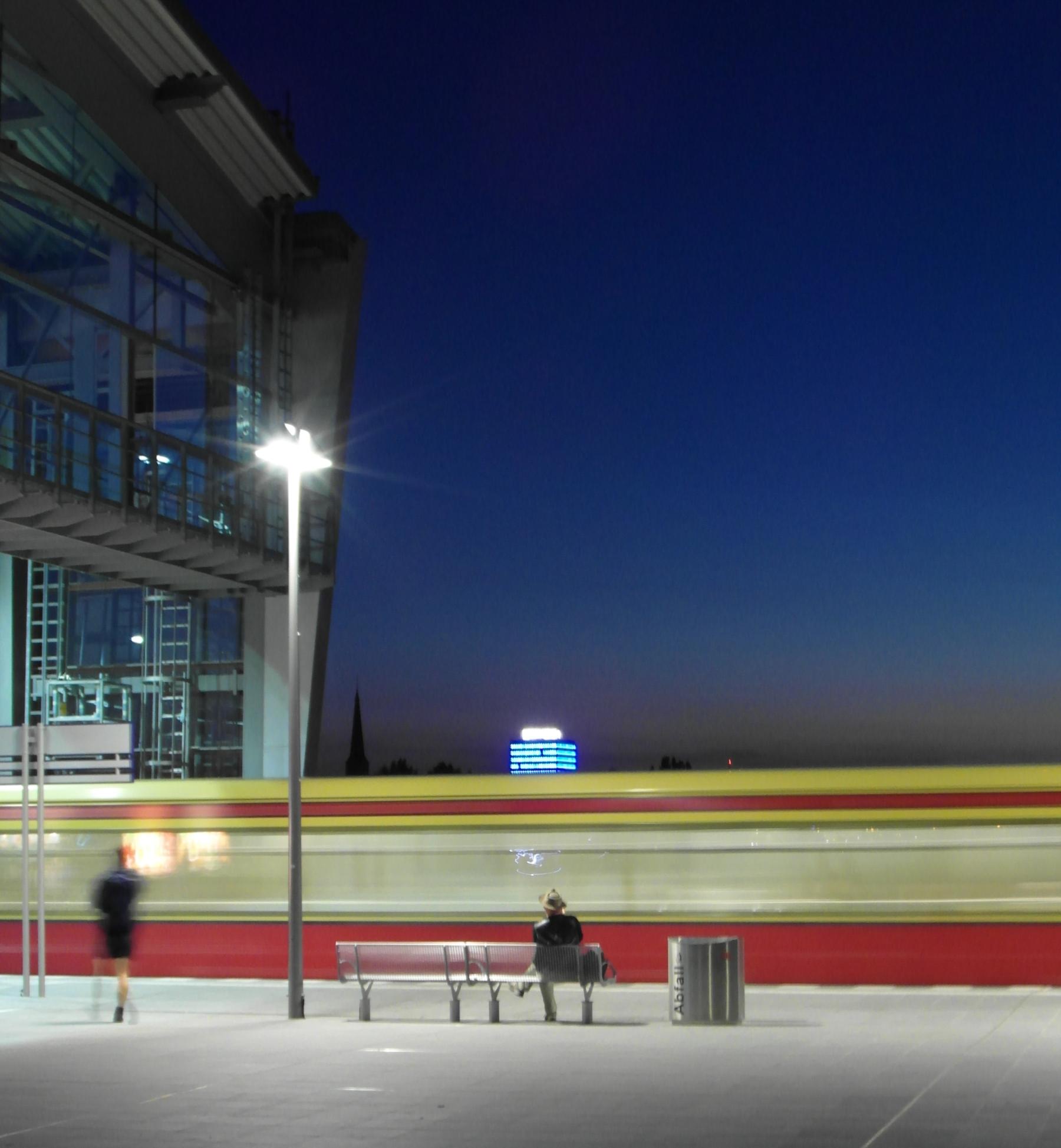 S-Bahn Berlin Ostkreuz Nachtaufnahme blur