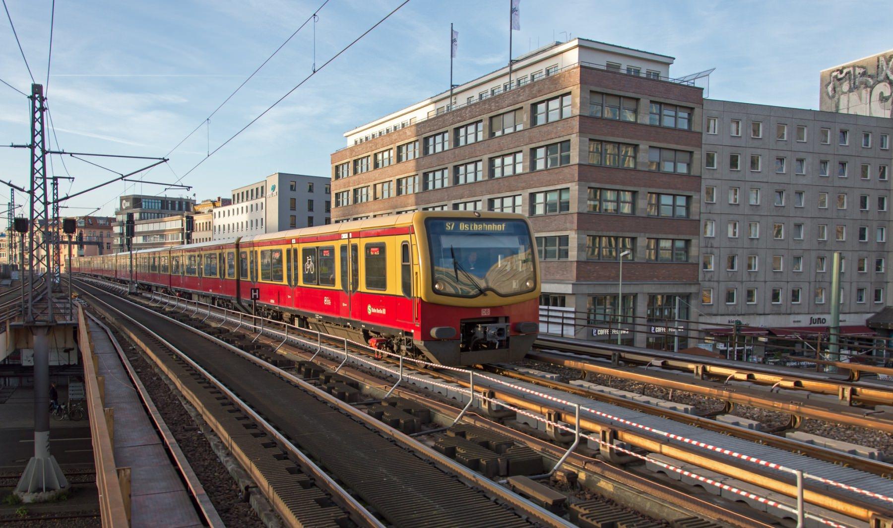 Alexanderplatz S-Bahn Berlin S7 Stadtbahn