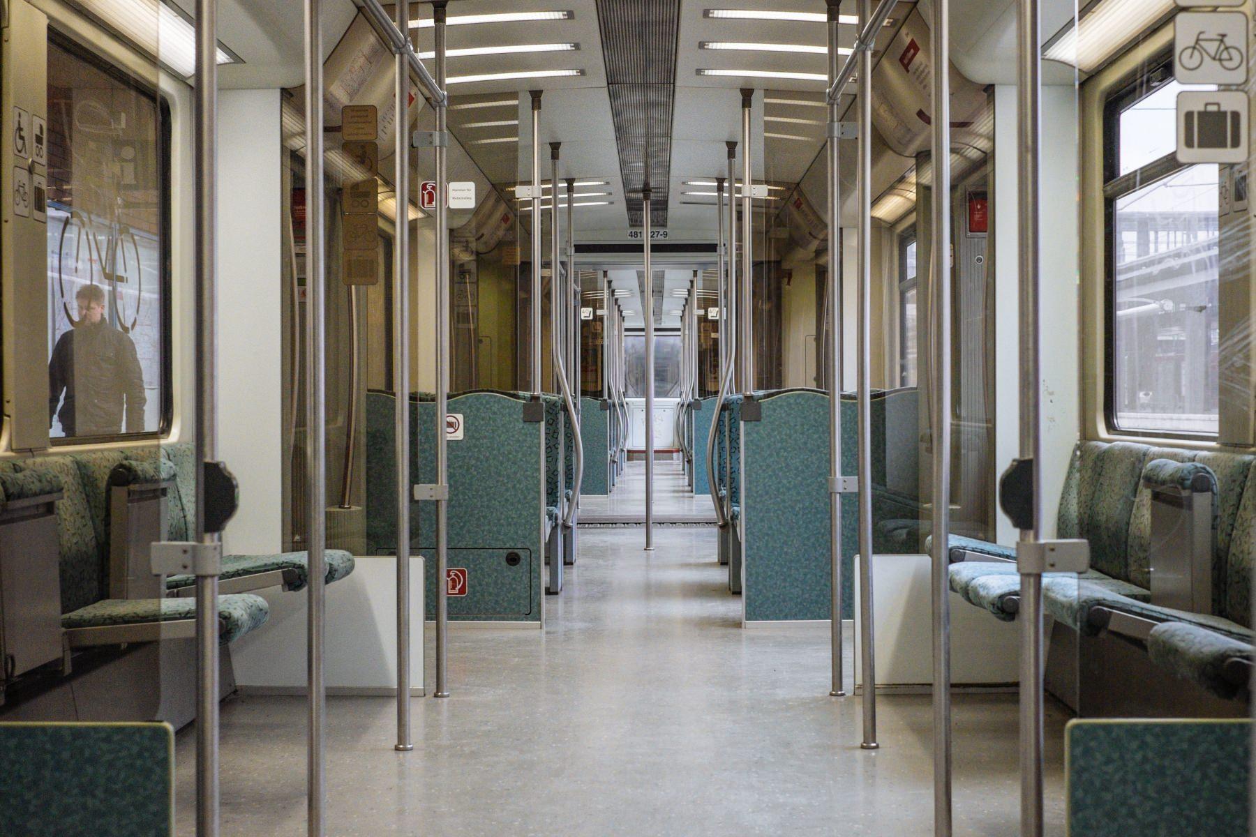 Innenraum grün Berlin S-Bahn