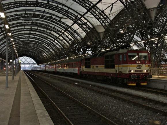 Dresden Hauptbahnhof mit EC