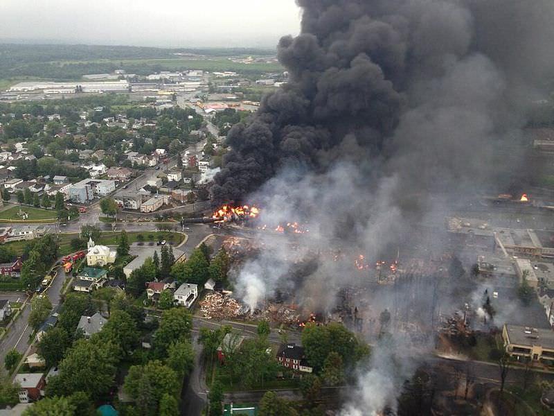 Lac megantic Kanada Zugunglück mit zerstörter Innenstadt und vielen Toten