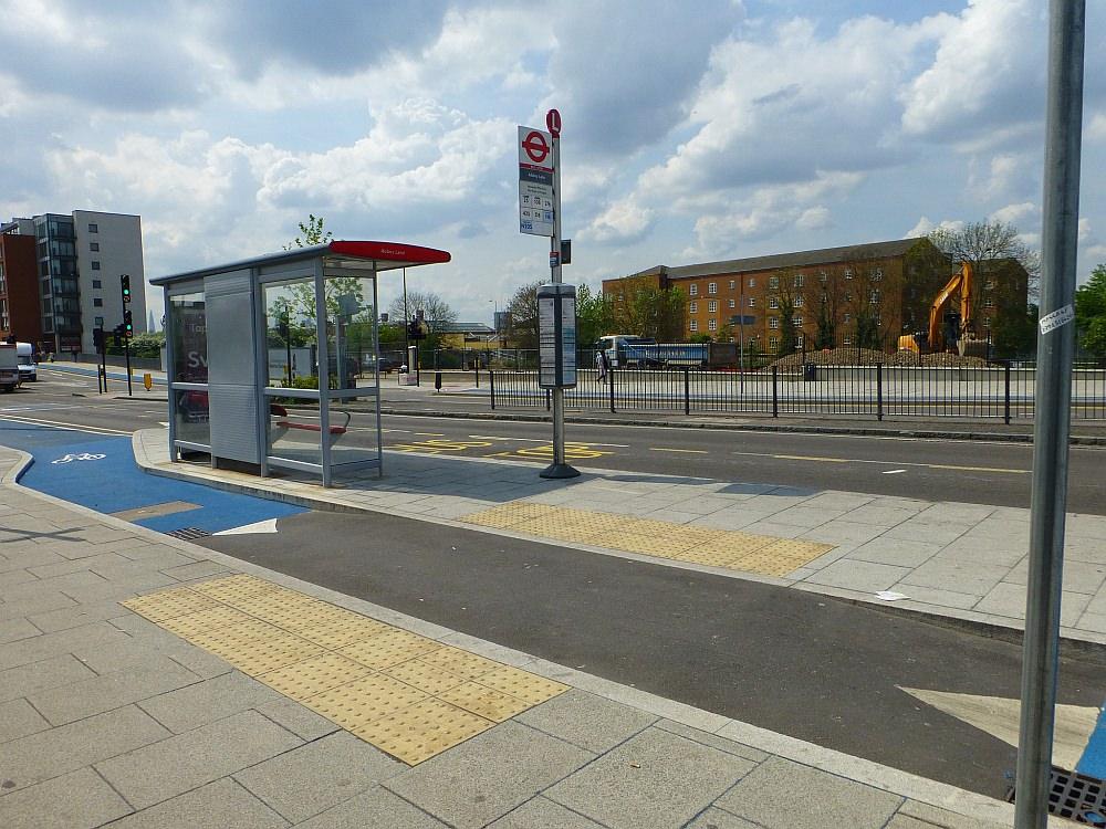 Inselhaltestelle Radverkehrsfreundlich und sicher in London