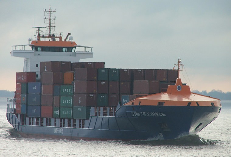 Feederschiff Elbe Container