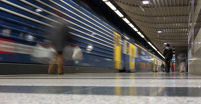 S-Bahn Zürich Bahnhof Museumstrasse